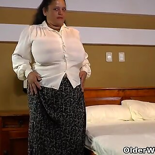 Latina BBW Rosaly lets us enjoy her big tits and huge butt
