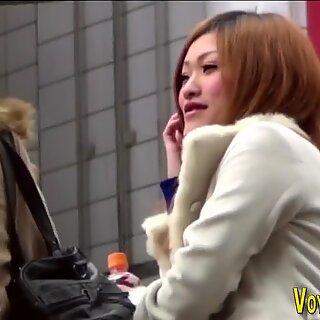 亚洲人展示了他们的女式女式
