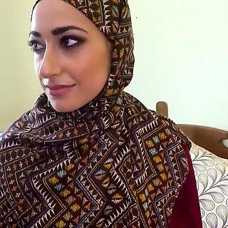 Árabe mulher em hijab tem sexo com homem grande