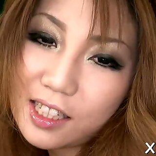 Asiatisk knuller fitte med vibrator