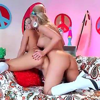 Punish Sex Tape Using Toys Between Lesbian Girls (abigail&amp_jessa) vid-08