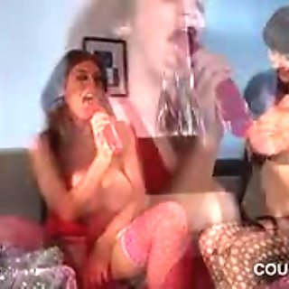 Bi cougars doing wet pussies with sex toys