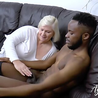 Agedlove Lacey Starr recebe incondicional interracial