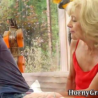 熟女奶奶射在阴户或肛门处的精神