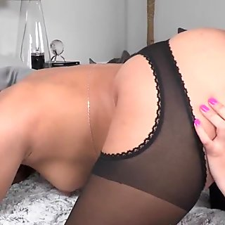Lesbian girlfriend pussylicking and rimming
