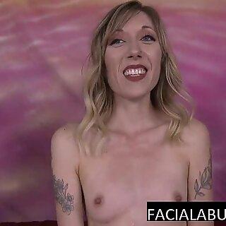 Tynn blondiner mummy dypt i munn two kuker