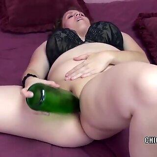Lubben mamma jeg vil knulle Alexsis Sweet stapper henne med en flaske