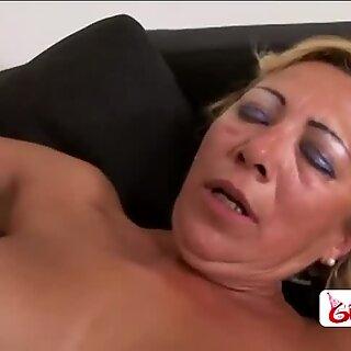 Мръсници баба с Големи Гърди получава тя coochie пербити