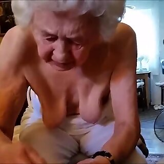 Alte Frau Massiert Bunda