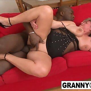 Grannies Geting Fucked przez Czarne Kutasy