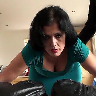 Sexo anal maduras submissa fica vermelho cru