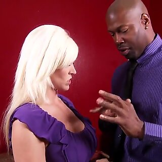 Incrível loira Kaylee Brookshire pegando enormes negras pau