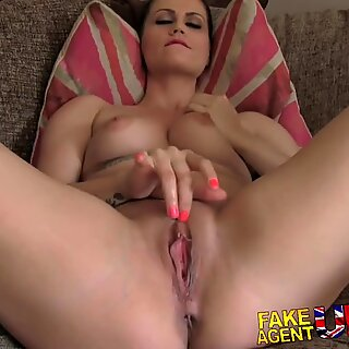 Fakeagentuk anal porra para morena quente em hardcore adulto fundição