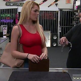 Russisk mamma jeg vil knulle anal store pupper weekend mannskap tar en sprekk på sprekken