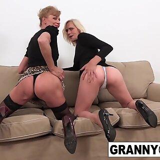 Um Casal de Excitada Grannies é fodida no cú pela BBC