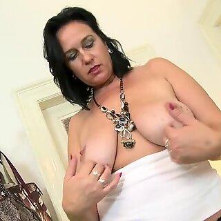 Sexy Mutter mit hungriger Vagina