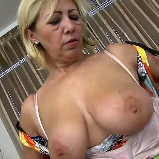 Awesome Reif Mutter mit hungriger Vagina
