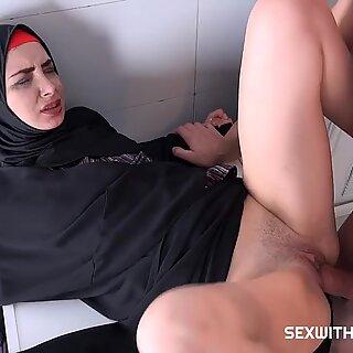 Muçulmano Freya Dee Foda-se na Casa de Banho - Irmã Dee