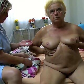 Maduras mulher usando dildo nas gorduchas avózinha