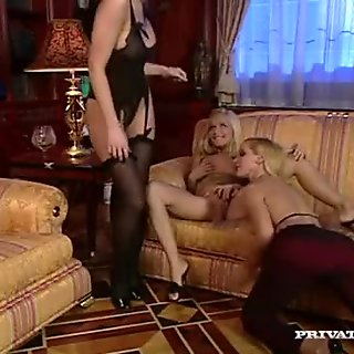 Private com - Three lesbians and Two Dildos