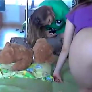 Cute hot teens shows tight bodies