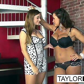 Taylor recebe Travessa com Lisa Ann