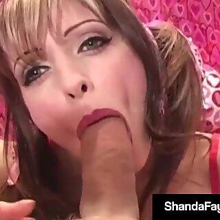 Excitada dona de casa Shanda Fay obtém valentim derretido cú-foda gozada interna