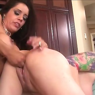 Sexy Francesca La and Kylie Ireland lesbian action