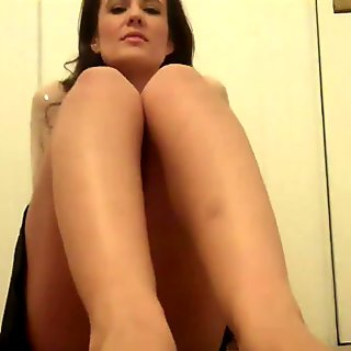 I really want to suck your delicious toes