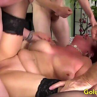 Golden Slut - Maduras Orgia Comp 3