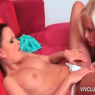 Lesbo siren gets body licked in bed