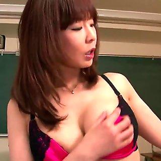 Beautiful girl2girl licking both holes segment