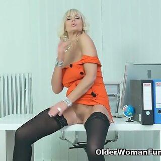 Euro Gilf Roxana е вашият чорапогащник секретарка