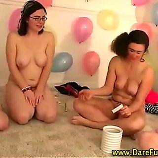 Реальные лесбиянки горячие на вечеринка