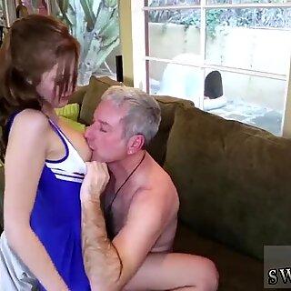 جدة لابنتك الرفحية أم تساعد مع المصفقين GirlPartner