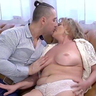 Blondýny Babička Zbití.