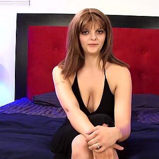 Velké kozičky brunetky amatéři masturbují a stříkají