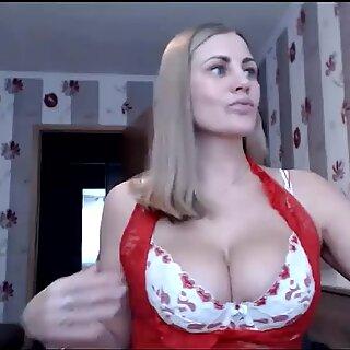 Super milf bunaciune blonda with big sâni naturali masturbare on webcam