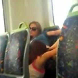 أكل كس في القطار.