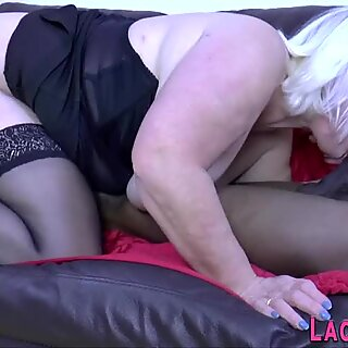 Mature wench gets analized by black cock