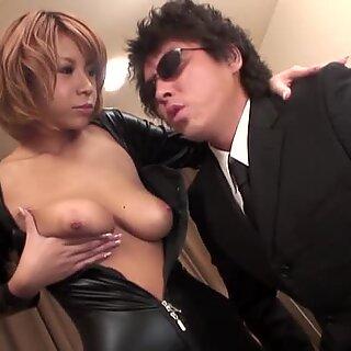 Japonesas com scones sexy se masturba com BrinQuedos