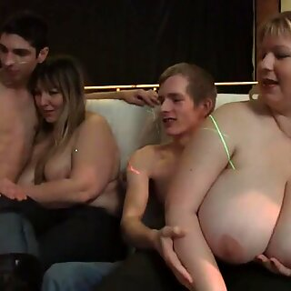 Montel parti gadis mempunyai kegembiraan mendalam dan mengacaukan