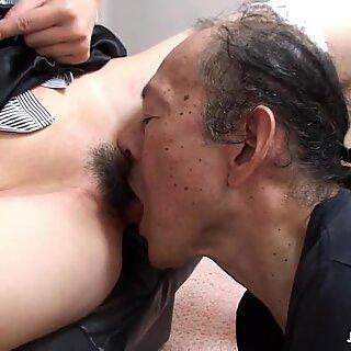 Ông già ăn mà nhiều nước lắm các vị thành niên lóng ngóng
