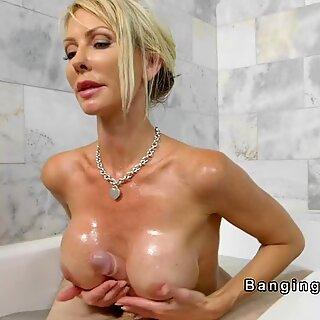Store pupper mamma jeg vil knulle runker enorm pikk i badekar