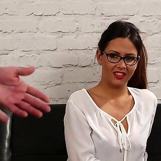 Spex bela instrui submissa cara a punheta