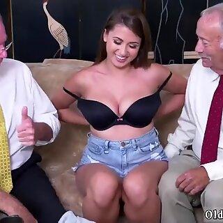 Young Nghiệp Dùng ngực Ivy gây ấn tượng với bộ ngực của cô ấy và Mông - Ivy Young
