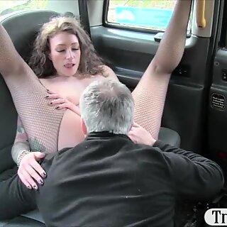 Napalone pasażer Wyrouchana i Sperma na Cipka przez kierowcę